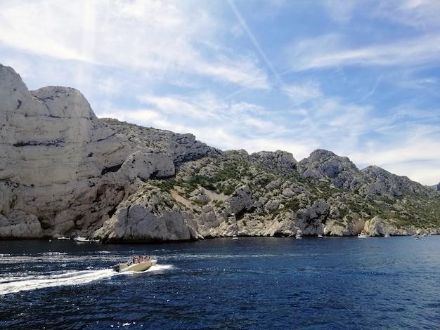 Formações rochosas do massif des calanques