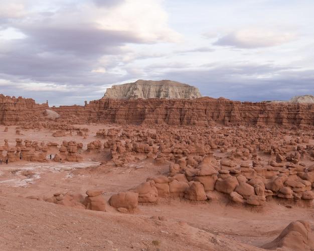 Formações rochosas no parque estadual goblin perto de hanksville, utah, eua