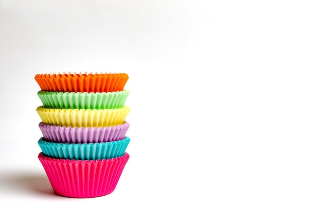 Formas de cupcake muito coloridas isoladas