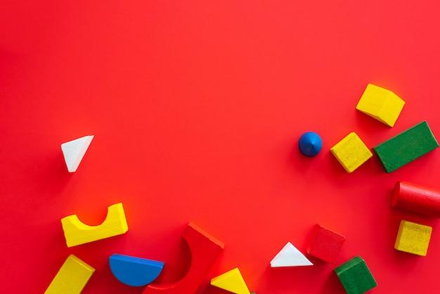 Formas geométricas brilhantes de madeira abstratas, multi colorido brinquedo educação para criança