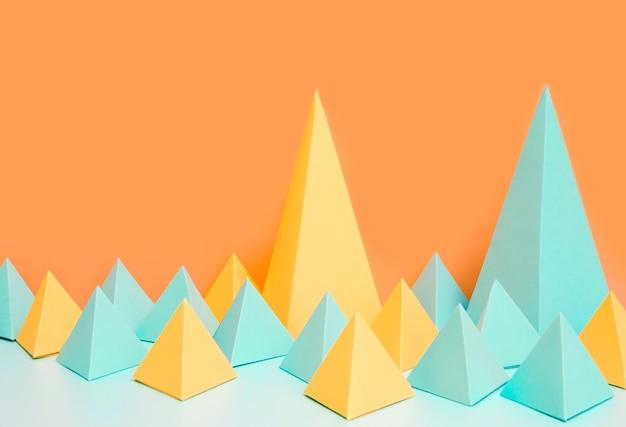 Formas geométricas de papel de alto ângulo