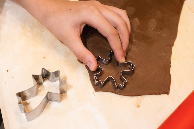 Formas para pão de mel de natal e cobertura colorida para decoração fazendo biscoitos caseiros de natal