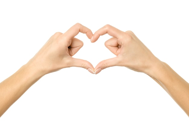 Formato de coração. mão da mulher com manicure francesa gesticulando isolado. parte da série