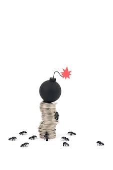 Formigas subindo uma pilha de moedas