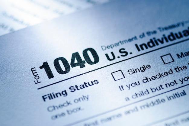 Formulário 1040 do tesouro dos eua para um retorno individual