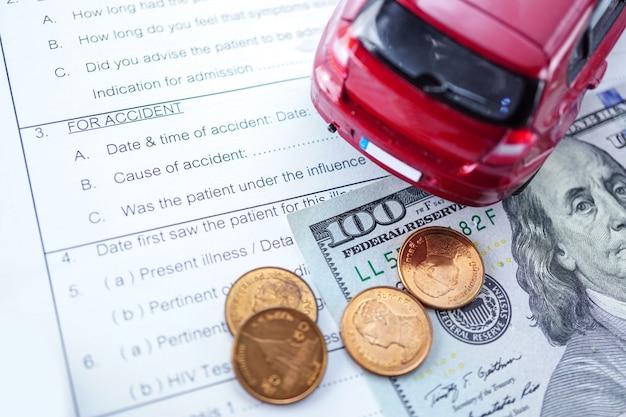 Formulário de pedido de acidente de seguro de saúde com moeda dinheiro