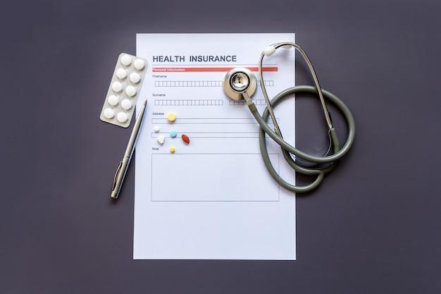 Formulário de seguro de saúde com modelo e documento de apólice