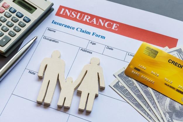 Formulário de seguro de vida familiar com modelo e documento de apólice