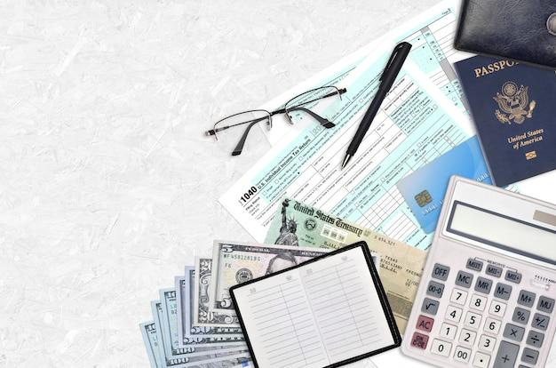 Formulário irs 1040 declaração de imposto de renda individual dos eua com cheque de reembolso