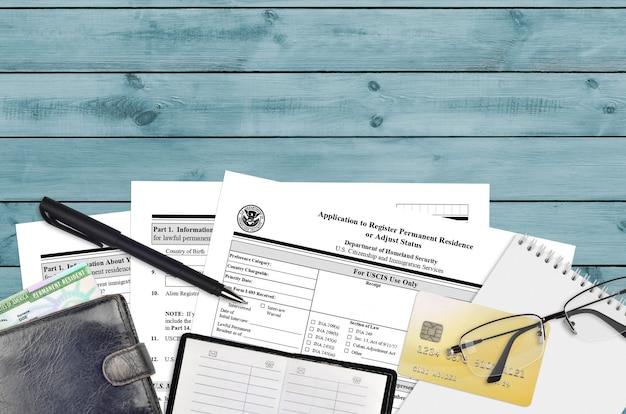 Formulário uscis i-485 pedido de registro de residência permanente ou ajuste de status