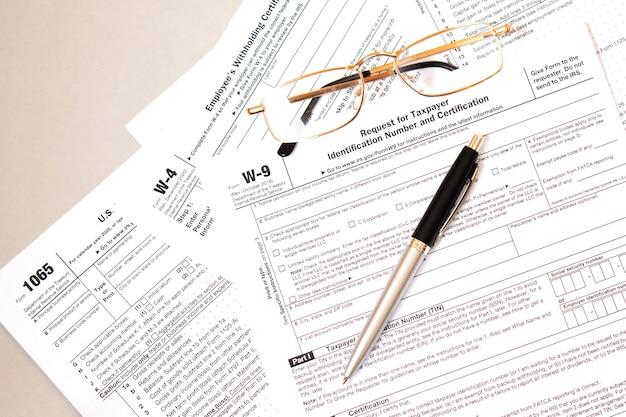 Formulário w9 das leis de imposto de renda federal.