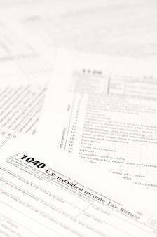 Formulários de imposto de renda em branco