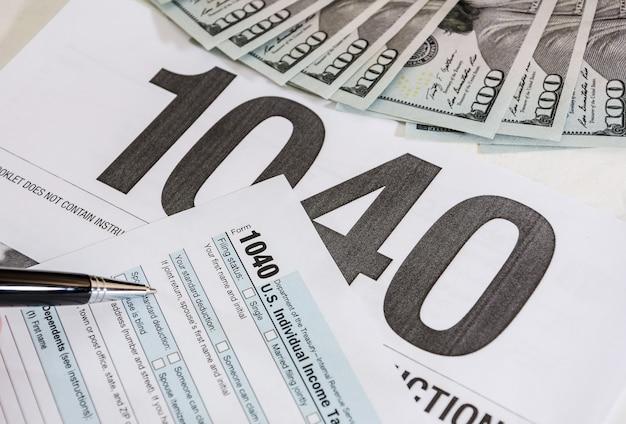 Formulários fiscais 1040 e dólares