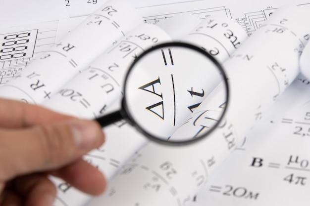 Fórmulas matemáticas através de uma lupa
