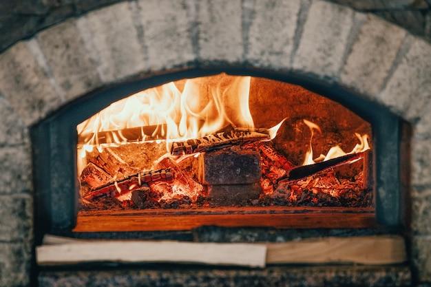Forno tradicional típico italiano para pizza e pão