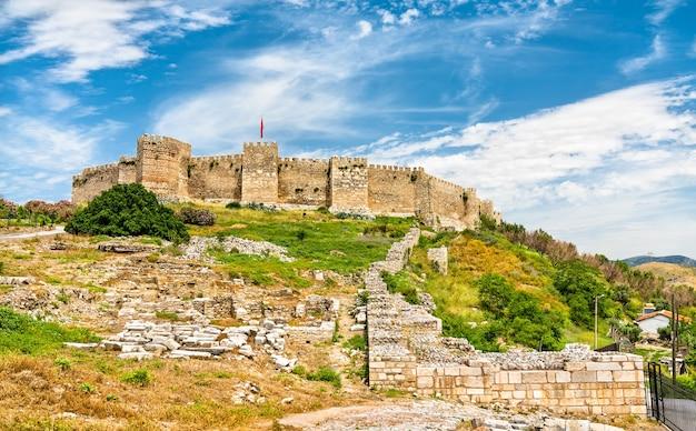 Fortaleza de ayasuluk na colina de ayasuluk em éfeso - selcuk, turquia