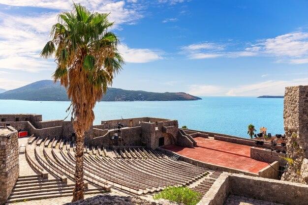 Fortaleza de kanli kula em herceg novi, montenegro.