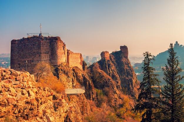 Fortaleza de narikala em tbilisi, país da geórgia
