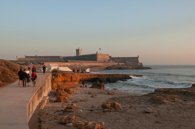 Fortaleza do oceano atlântico em portugal em um dia ensolarado
