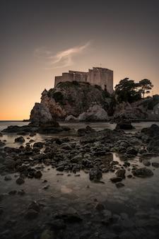 Fortaleza lovrijenac em dubrovnik durante o pôr do sol