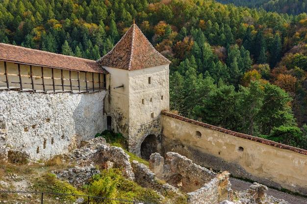 Fortaleza medieval em rasnov, transilvânia, brasov, romênia