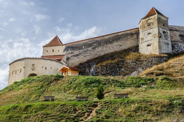 Fortaleza medieval em rasnov, transilvânia, brasov, roménia