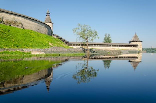 Fortaleza russa perto do lago