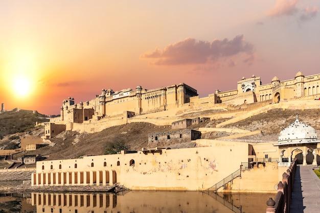 Forte amber da índia, jaipur, vista total ao pôr do sol.
