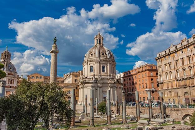 Fórum de trajano e igreja de santa maria di loreto em roma