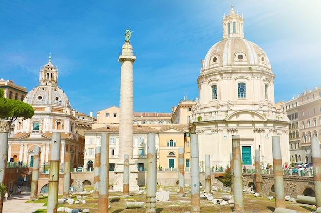 Fórum de trajano em roma, itália