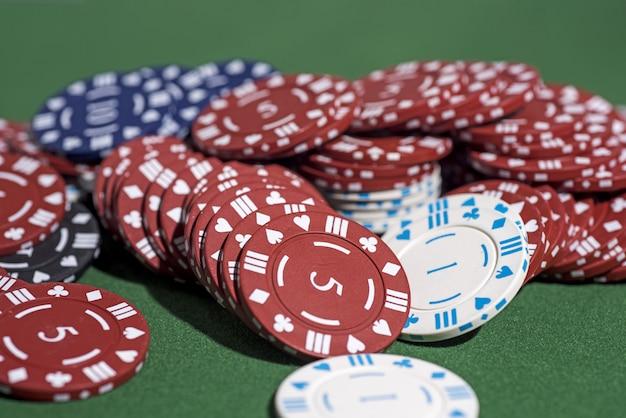 Foto abstrata de cassino, jogo de pôquer em verde, tema do jogo