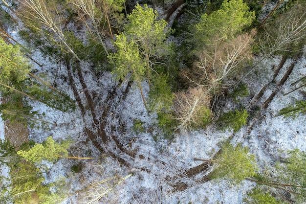 Foto aérea de um campo agrícola no campo