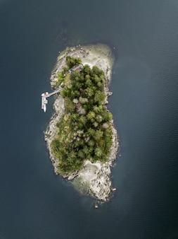 Foto aérea de uma ilha