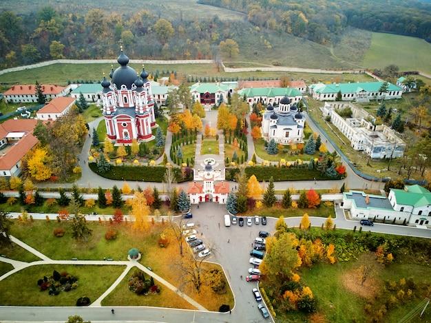 Foto aérea do mosteiro de curchi