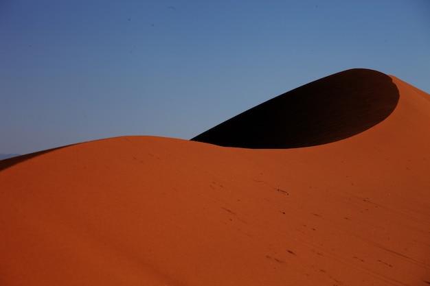 Foto aproximada de dunas de areia em xijiang, china