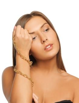 Foto brilhante de mulher bonita com pulseiras Foto Premium