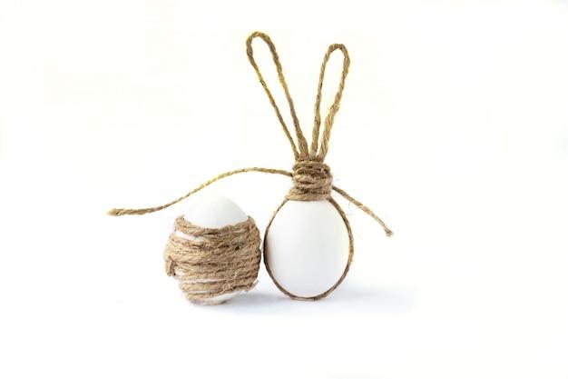 Foto com ovos de páscoa. orelhas de coelho.