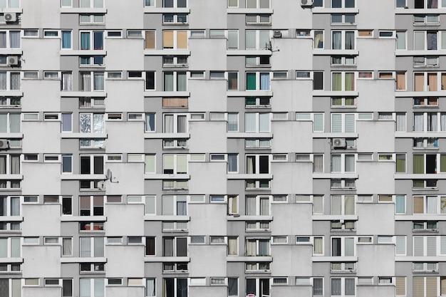 Foto conservada em estoque da fachada de um edifício residencial ou hotel moderno