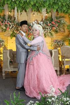 Foto da felicidade da cerimônia de casamento na indonésia