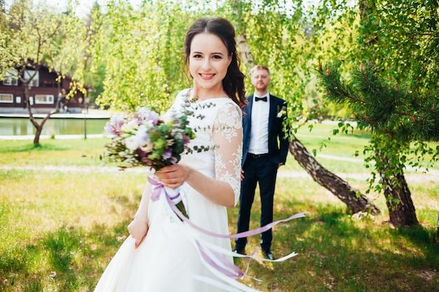 Foto da noiva e do noivo no dia do casamento