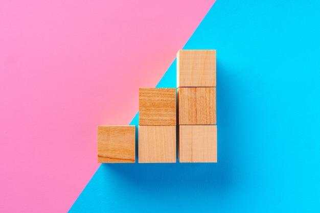 Foto da vista superior de blocos de madeira em rosa e azul
