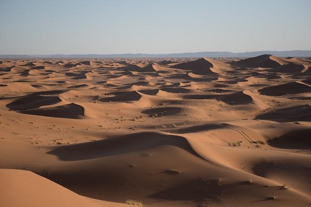 Foto das dunas no deserto do saara, marrocos