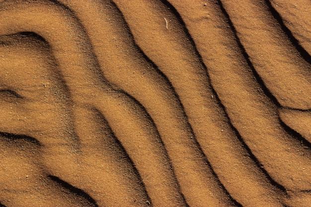Foto de alto ângulo de textura de areia padronizada capturada na namíbia