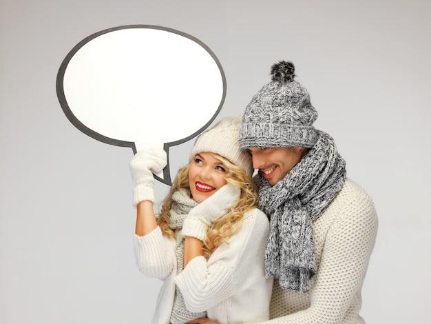 Foto de casal de família com bolha de texto em branco