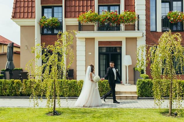 Foto de casamento, casal apaixonado noiva e noivo