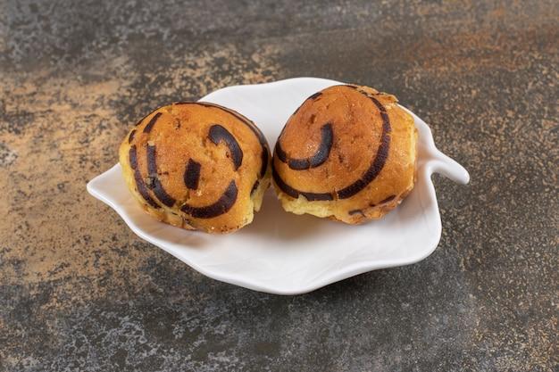 Foto de close de muffins frescos caseiros