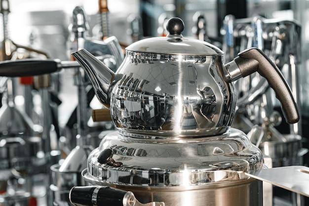 Foto de close up de aquecedor de água para buffet