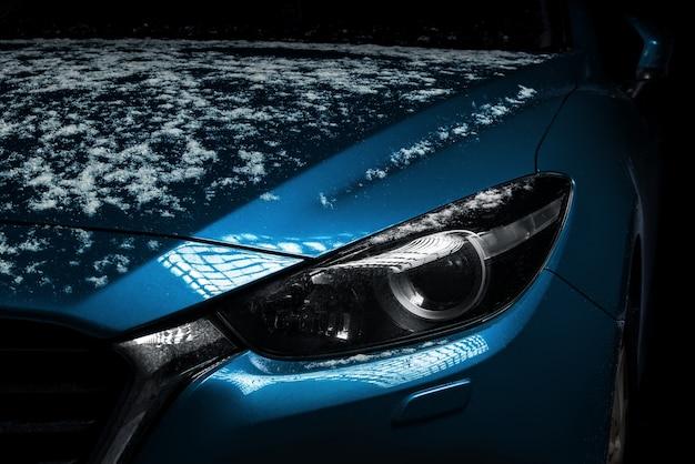 Foto de close-up de faróis de carro