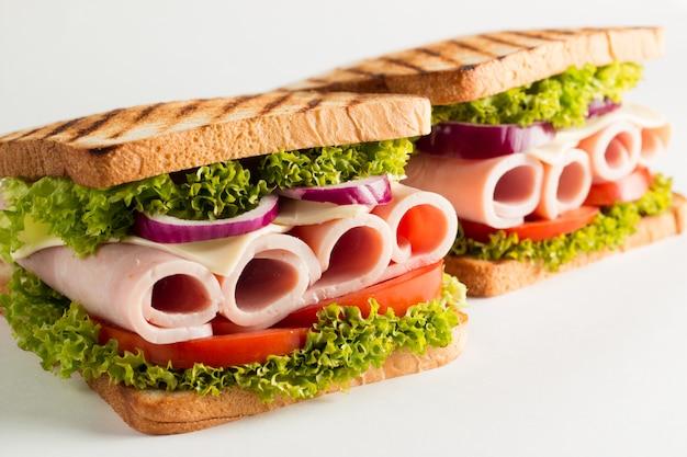 Foto de close-up de um sanduíche.