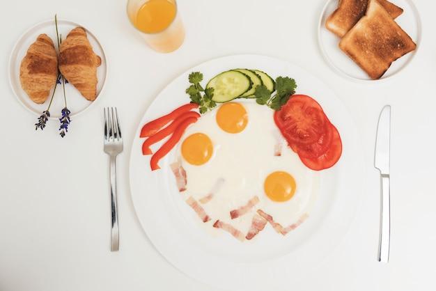 Foto de close-up de uma omelete vista superior do café da manhã
